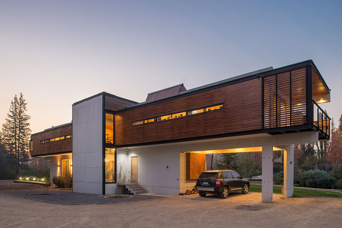 Wooden and concrete exterior of the exquisite home in Chicureo