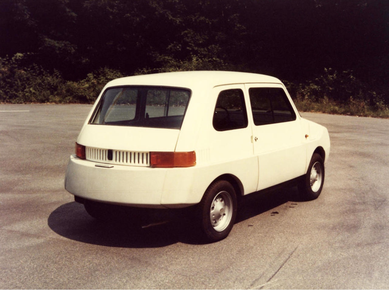 The X 126 Softness was an experimental car prototype for Fiat. It was conceived with an all-around plastic envelope, offering protection against low impact collisions. Image courtesy of Richard Sapper.