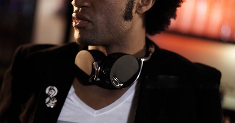 ZIK Parrot Headphones. Image via The Monsieur.