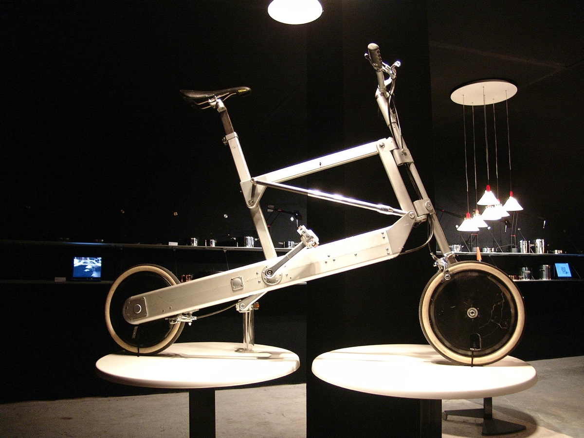 Zoombike folding bike (2000).Winner of thePrize Compass d'Oro in 1998. Image courtesy of Transform magazine.