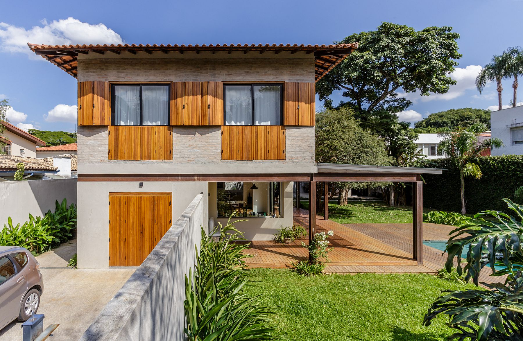 50s home in Sao Paulo upgraded to create a more social and modern living space