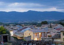 Award-winning rammed earth house in Spain