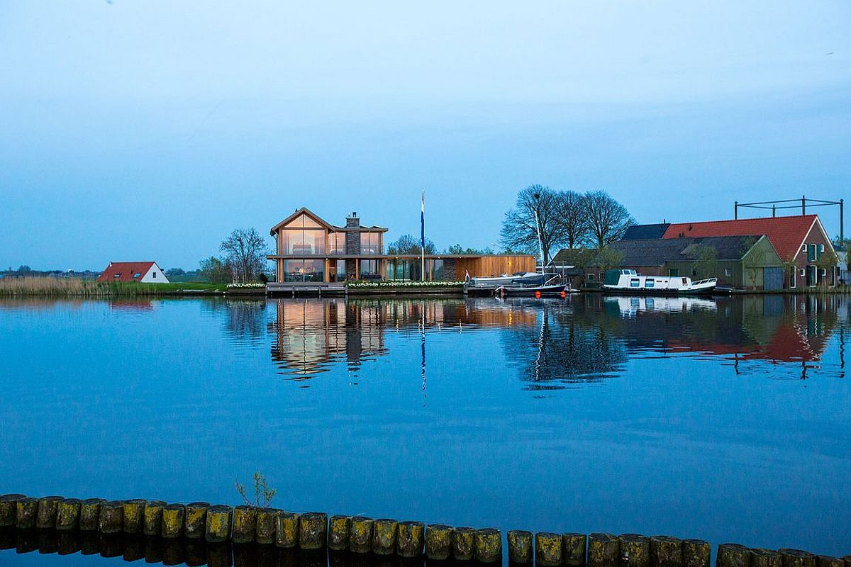 Beautiful Dutch home on waters edge in Rijpwetering