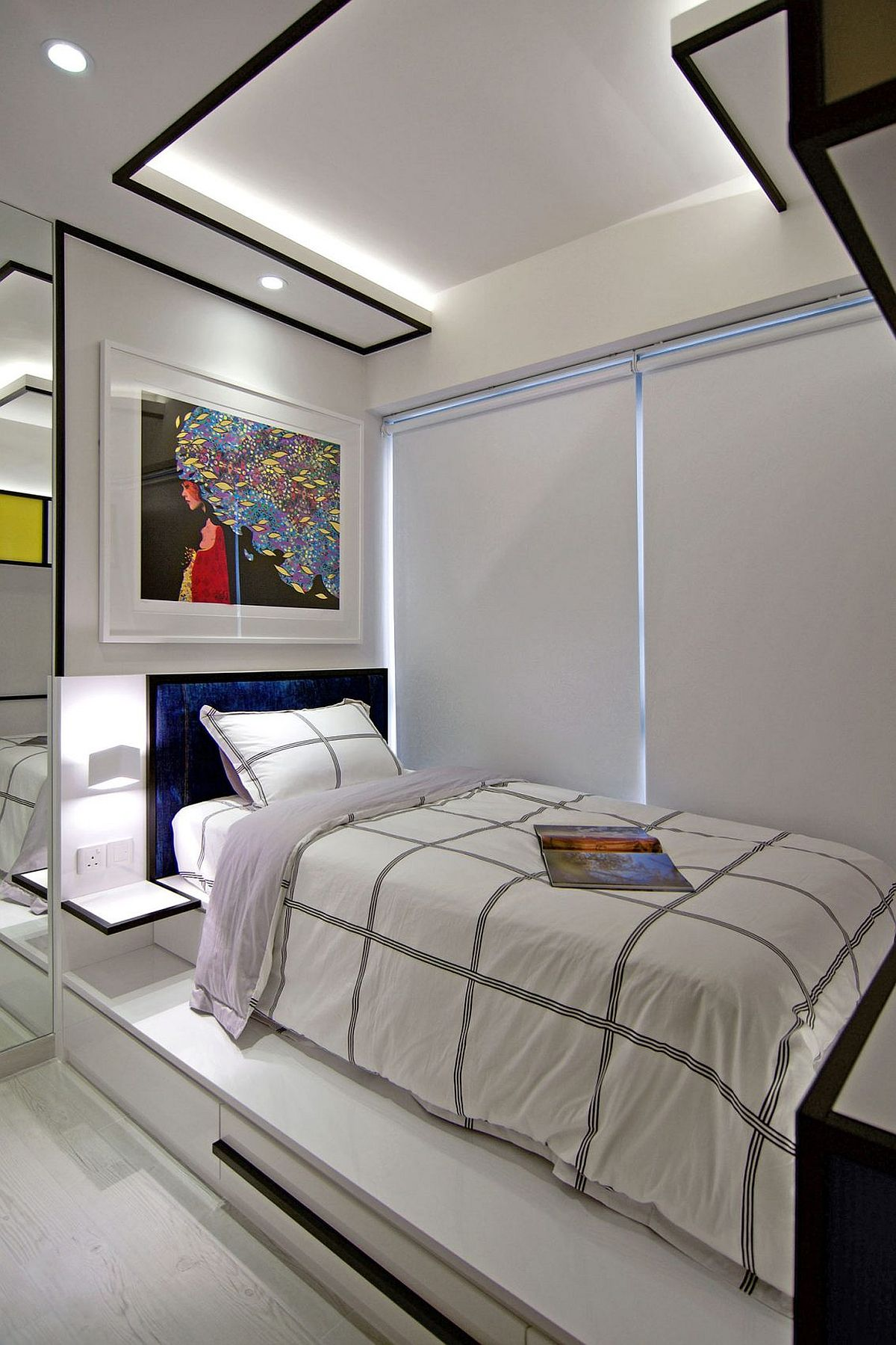 Bold black lines of the ceiling are also inspired by Piet Mondrian's work