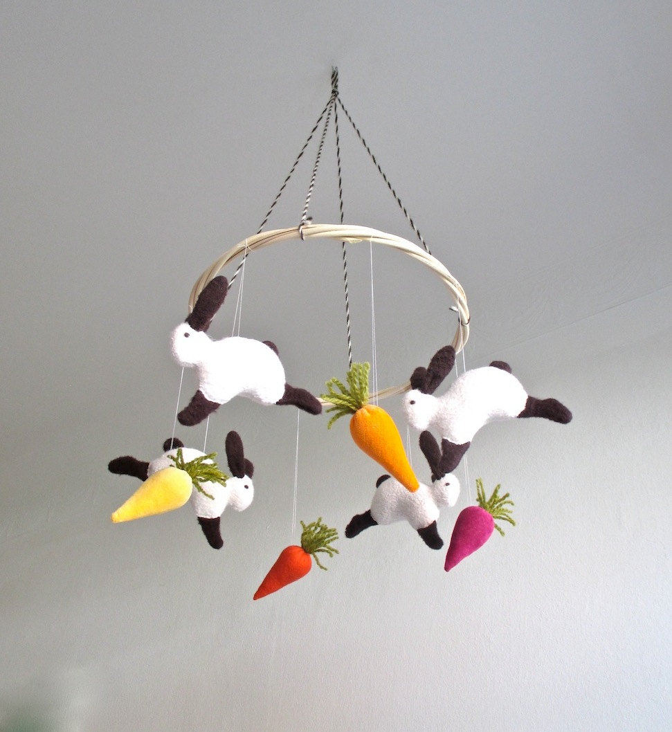 Bunny mobile from Etsy shop pingvini