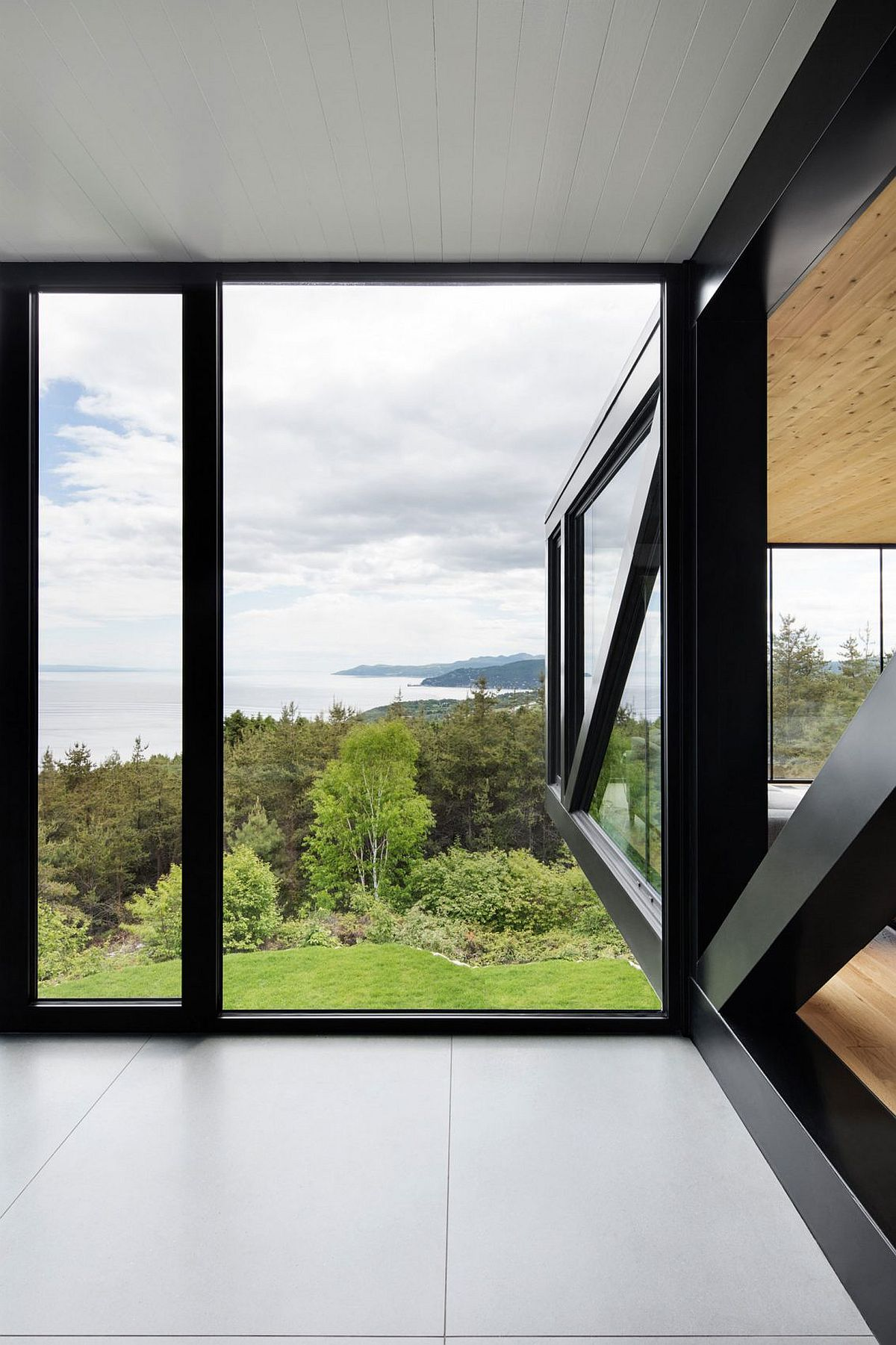 Captivating view of Cap à l'Aigle from the modern chalet in La Malbaie