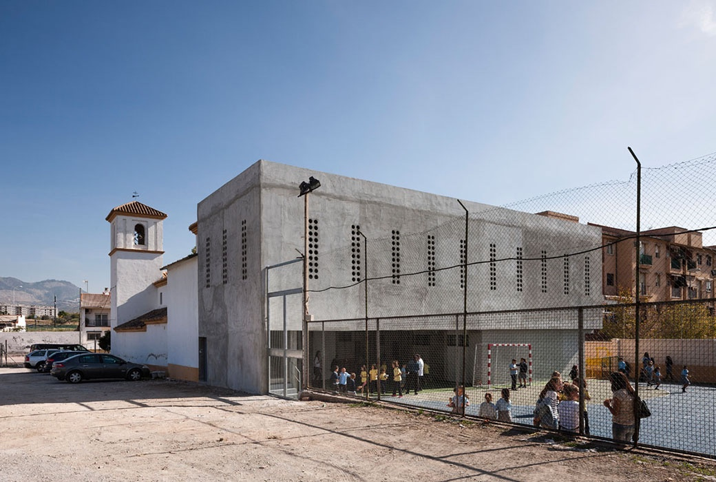 Cerrillo de Maracena School hall facade