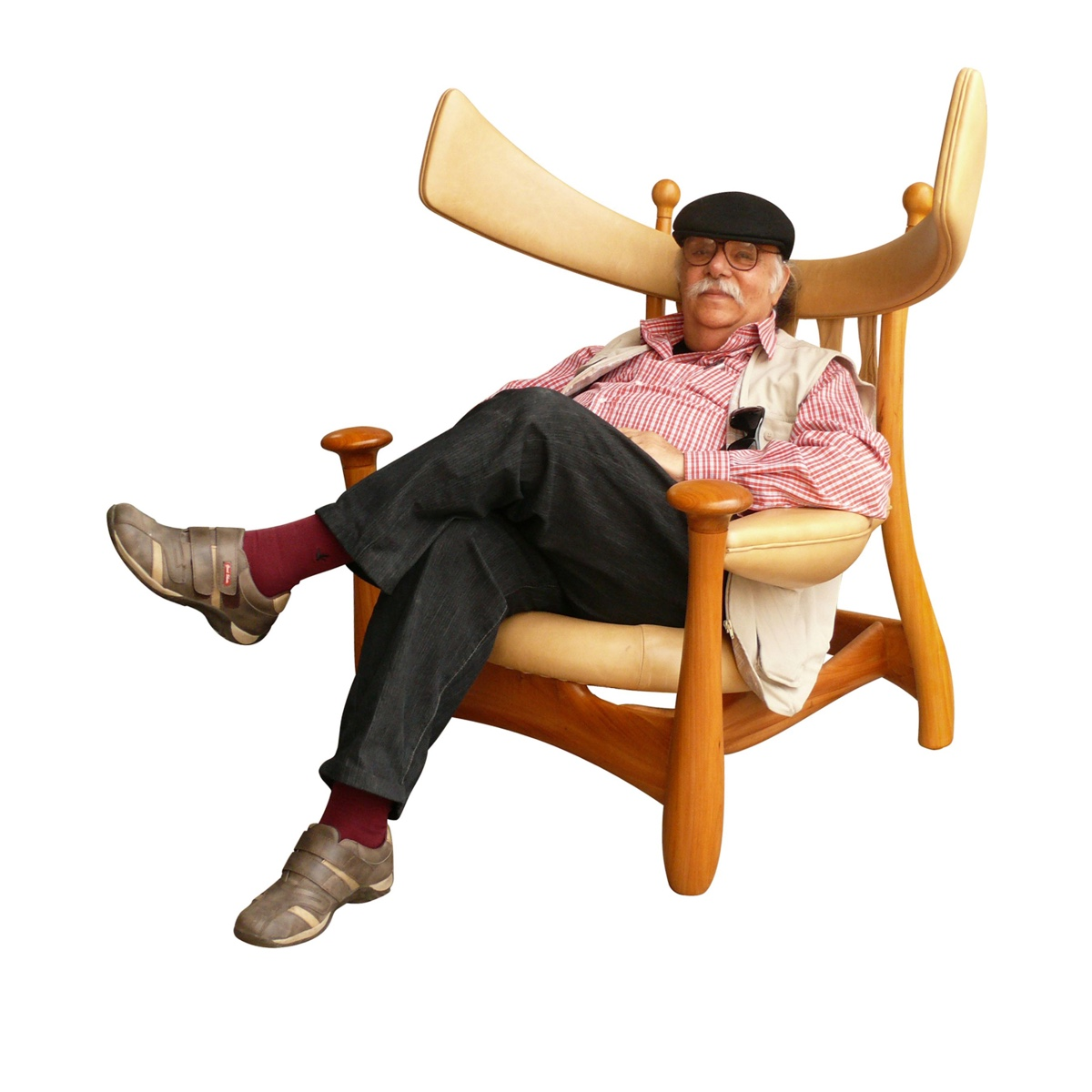Sergio Rodrigues seated on his 1962 Chifruda armchair.