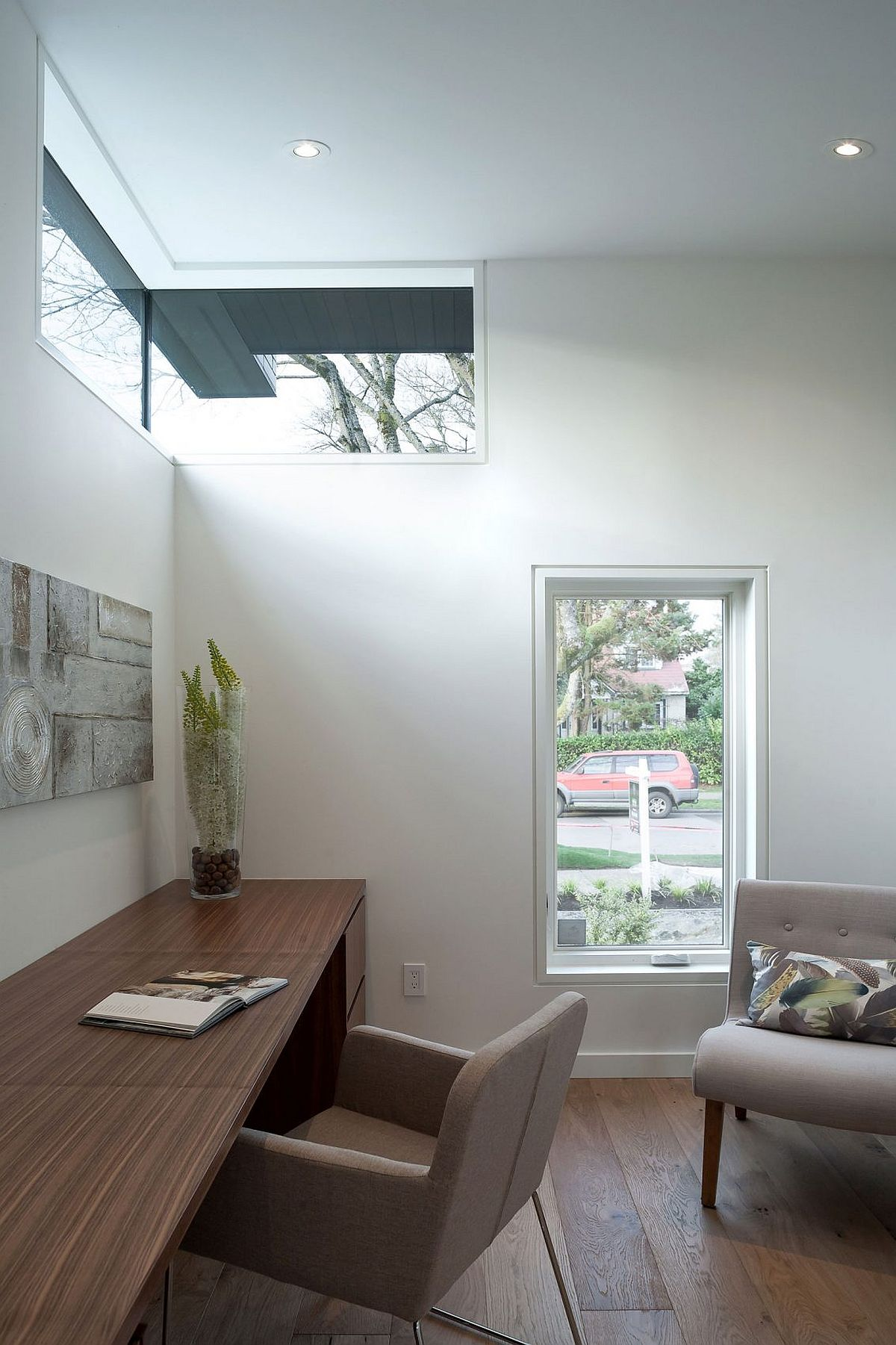 Cleverly placed corner glazed windows bring in natural light