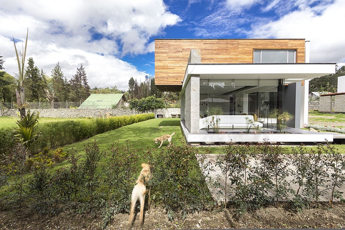 Contemporary House PY in Cuenca Ecuador Taking the Living Room Outdoors: House PY in Ecuador
