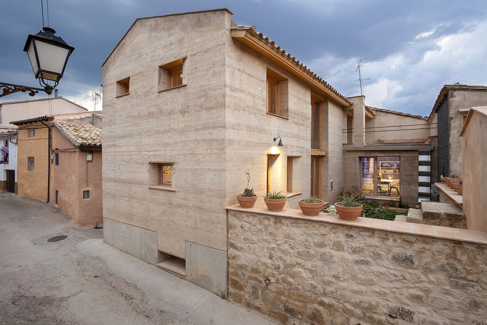 Architectural revival sustainable rammed earth house in spain for Earthen home designs