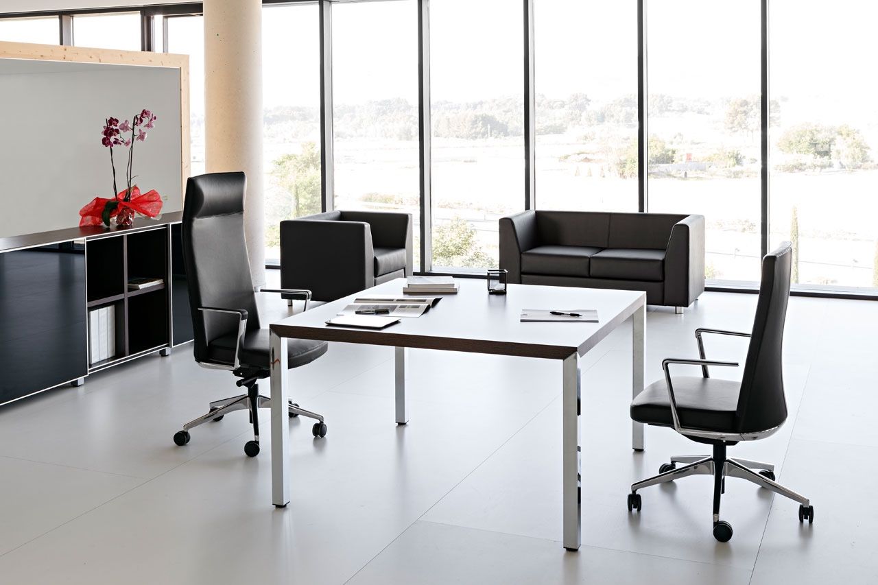 The Cron chair is pictured (L to R) in a high backrest with headrest and low backrest.