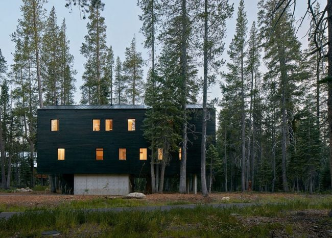 Built to Withstand Heavy Snowfall: Dashing Cabin in Sugar Bowl Ski Resort