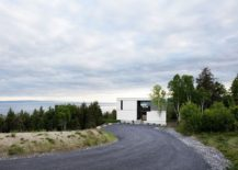 Entry to the dreamy modern chalet in La Malbaie Quebec Canada 217x155 Spectacular Floating Overhang at The Blanche Chalet Reveals Hypnotic Views
