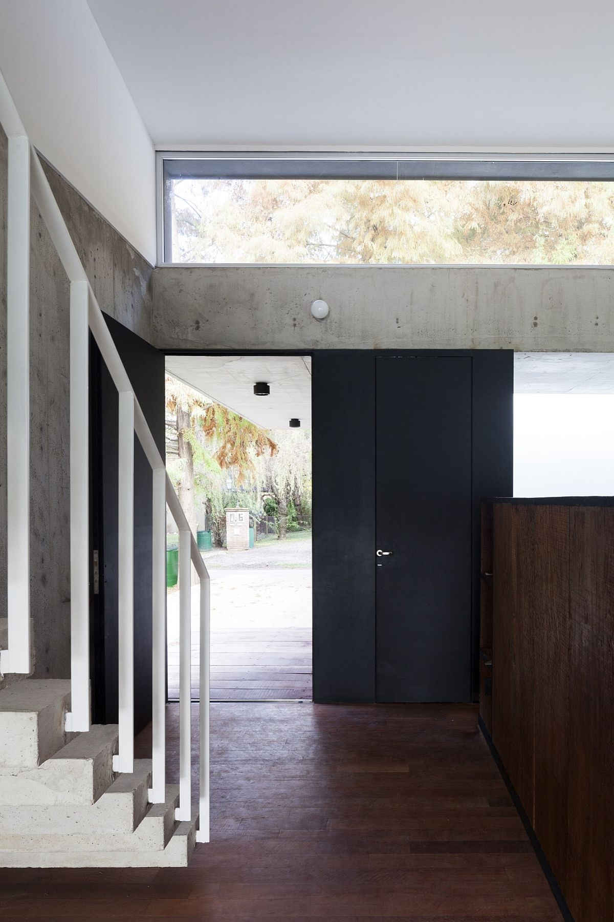 Expposed concrete brings a rough texture to the polished interior