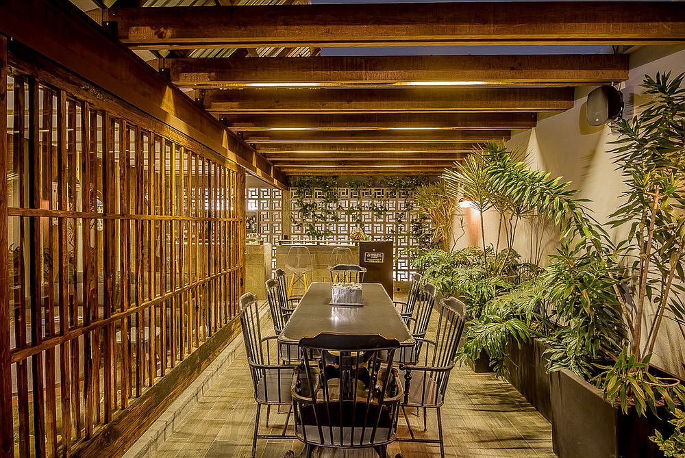 Exquisite tropical dining room brings outdoors inside [Design: Graham Milligan]