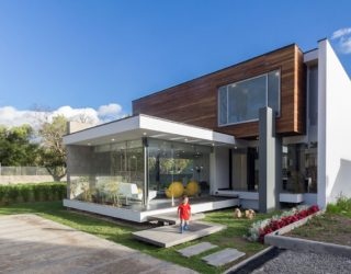 Taking the Living Room Outdoors: House PY in Ecuador