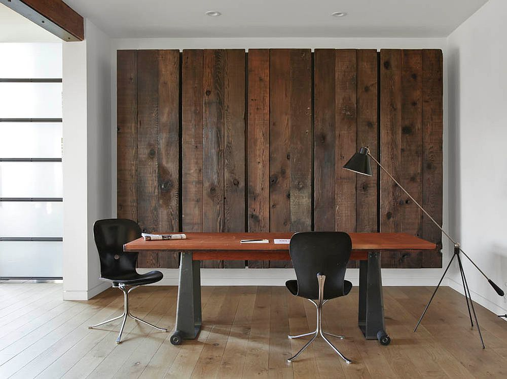 View in gallery Feature wall for the home office with reclaimed barn wood [ Design: Matt Bear /
