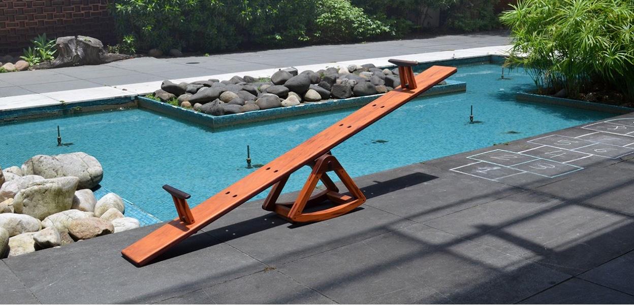 Gangorra Momento byGuilherme Sass and Rodrigo Calixto,is a playful solid wood see-saw.