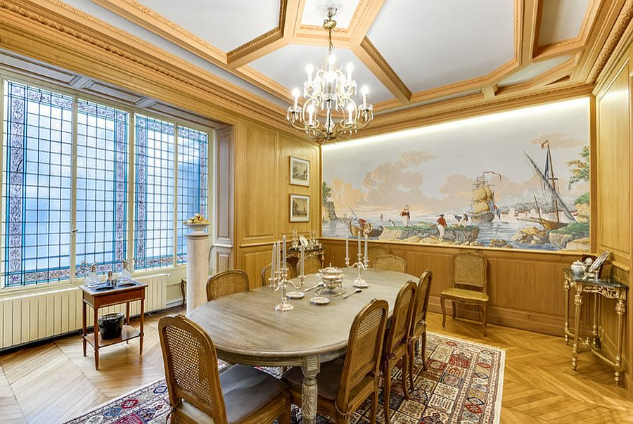 Gold never disappoints in the glitzy Victorian dining space [From: Intérieurs Guy Merlhou]