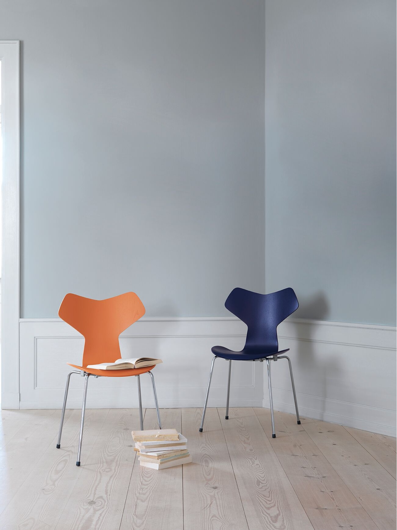 Grand Prix™ inChevalier Orange and Ai Blue. Colours by Danish artist Tal R.