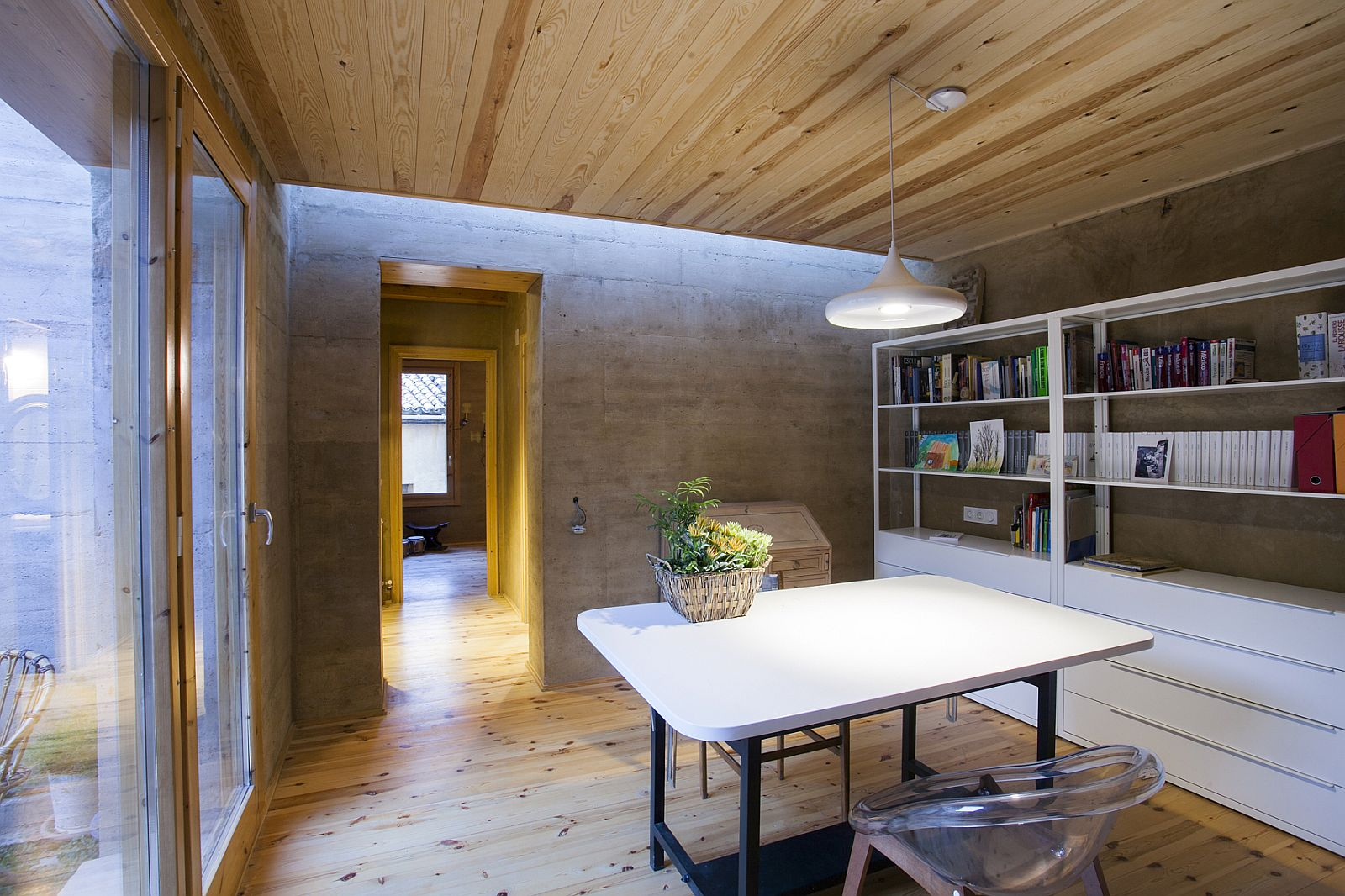 Architectural Revival: Sustainable Rammed Earth House in Spain