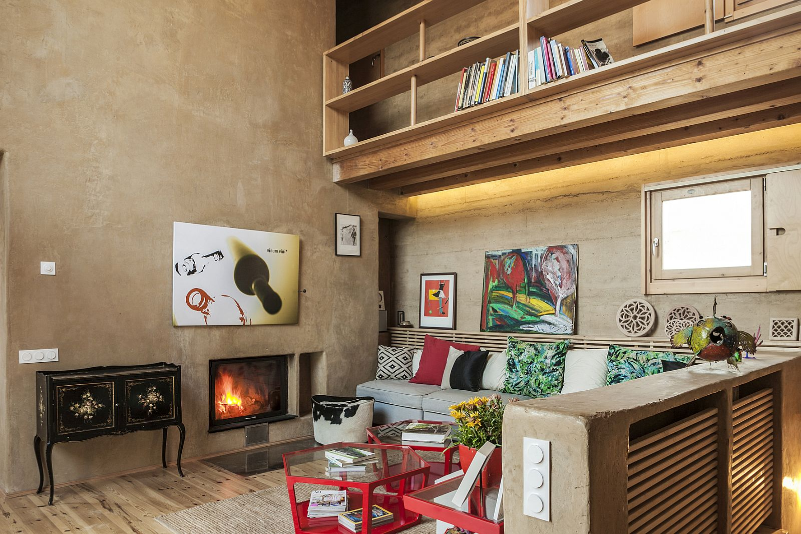 Living room with textured, plastered walls and wooden shelving