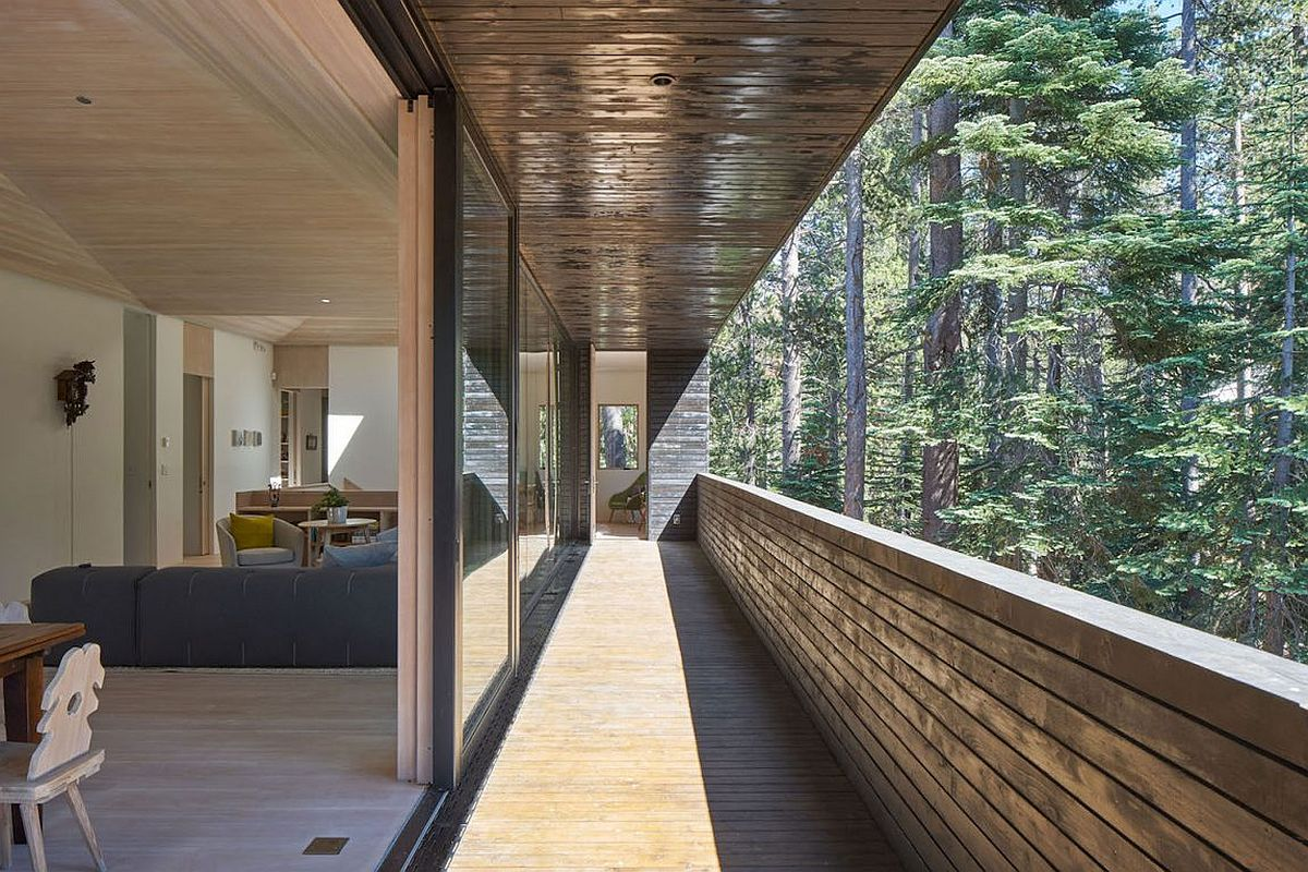 Built to withstand heavy snowfall dashing cabin in sugar for Open balcony