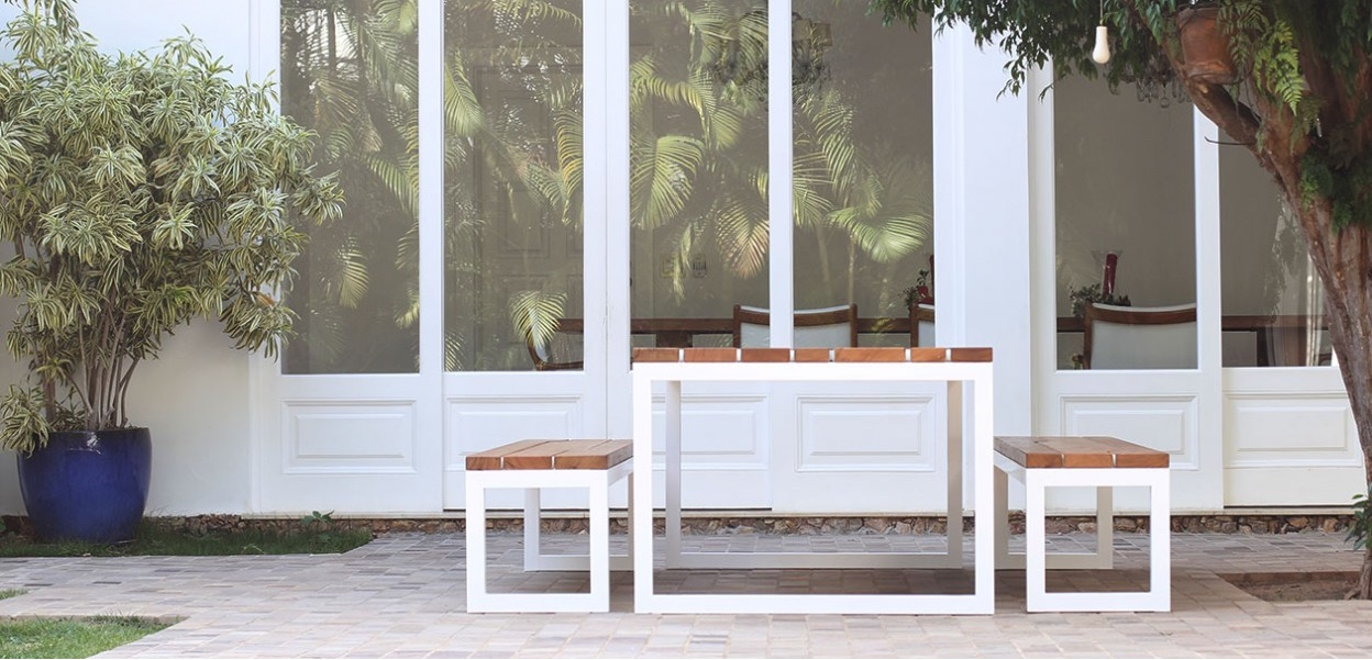 Mesa Baobá byRodrigo Calixto, is a minimal and sturdysolid wood and iron outdoor table and bench.