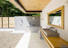Minimal bath at the Ocean Eye brings the outdoors inside