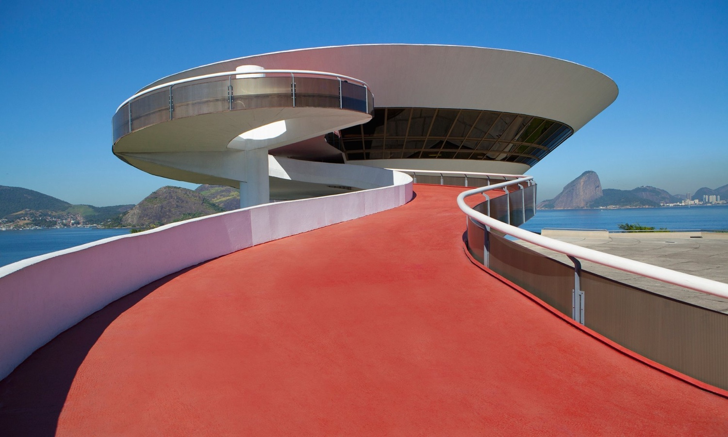 Niterói Contemporary Art Museum. Photo © 2016 Guardian News and Media Limited.