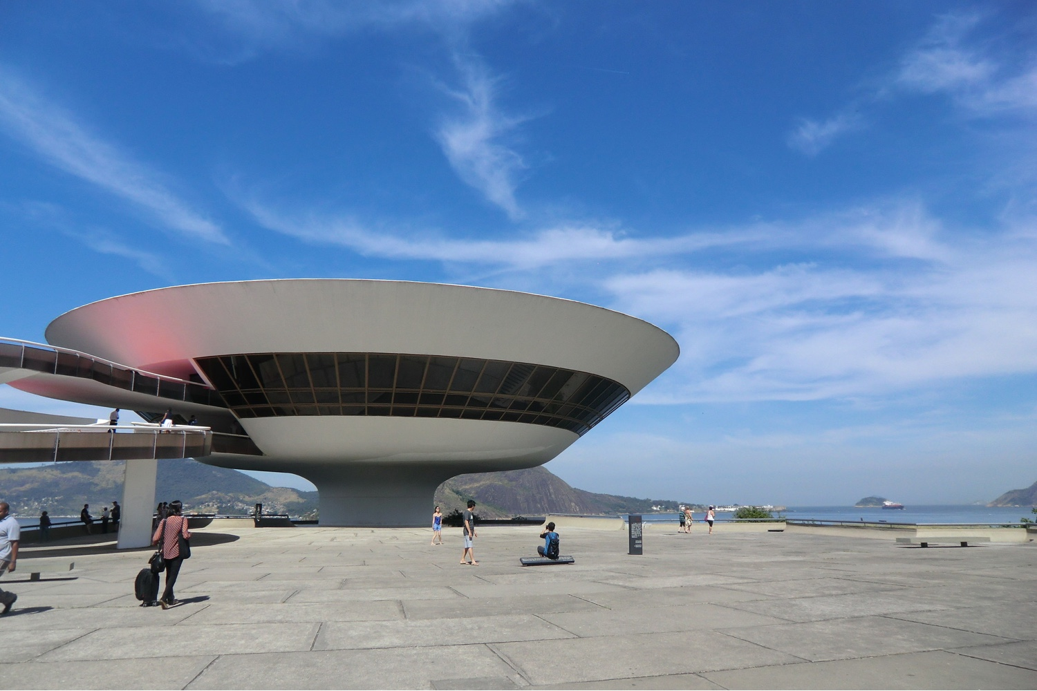 Niterói Contemporary Art Museum panorama. Photo © Gili Merin via ArchDaily.