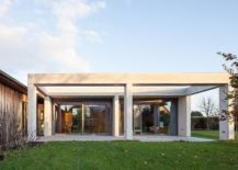One-story pavilion extension for modern home in Leipzig, Germany