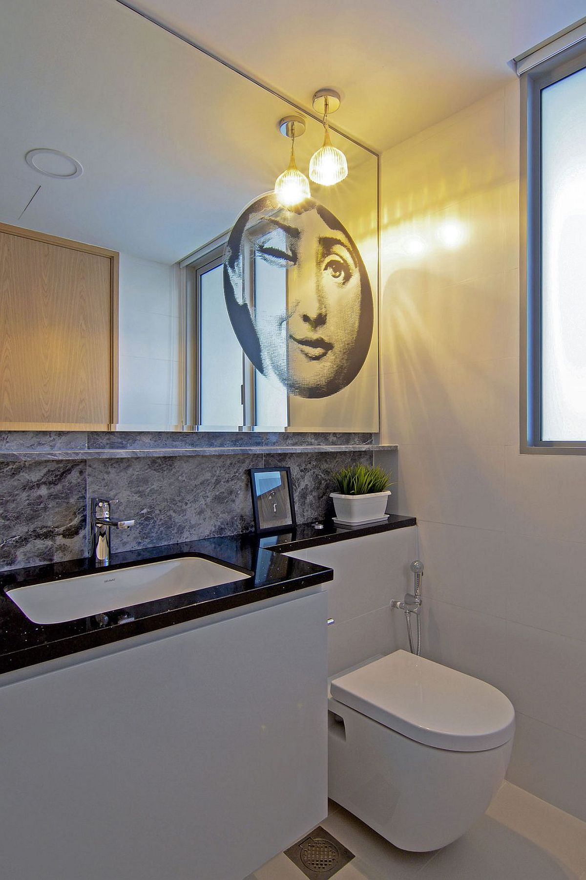 Playful art addition to the contemporary bathroom