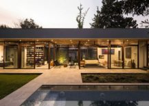 Pool-area-and-garden-of-the-stylish-and-open-Chilean-house-217x155