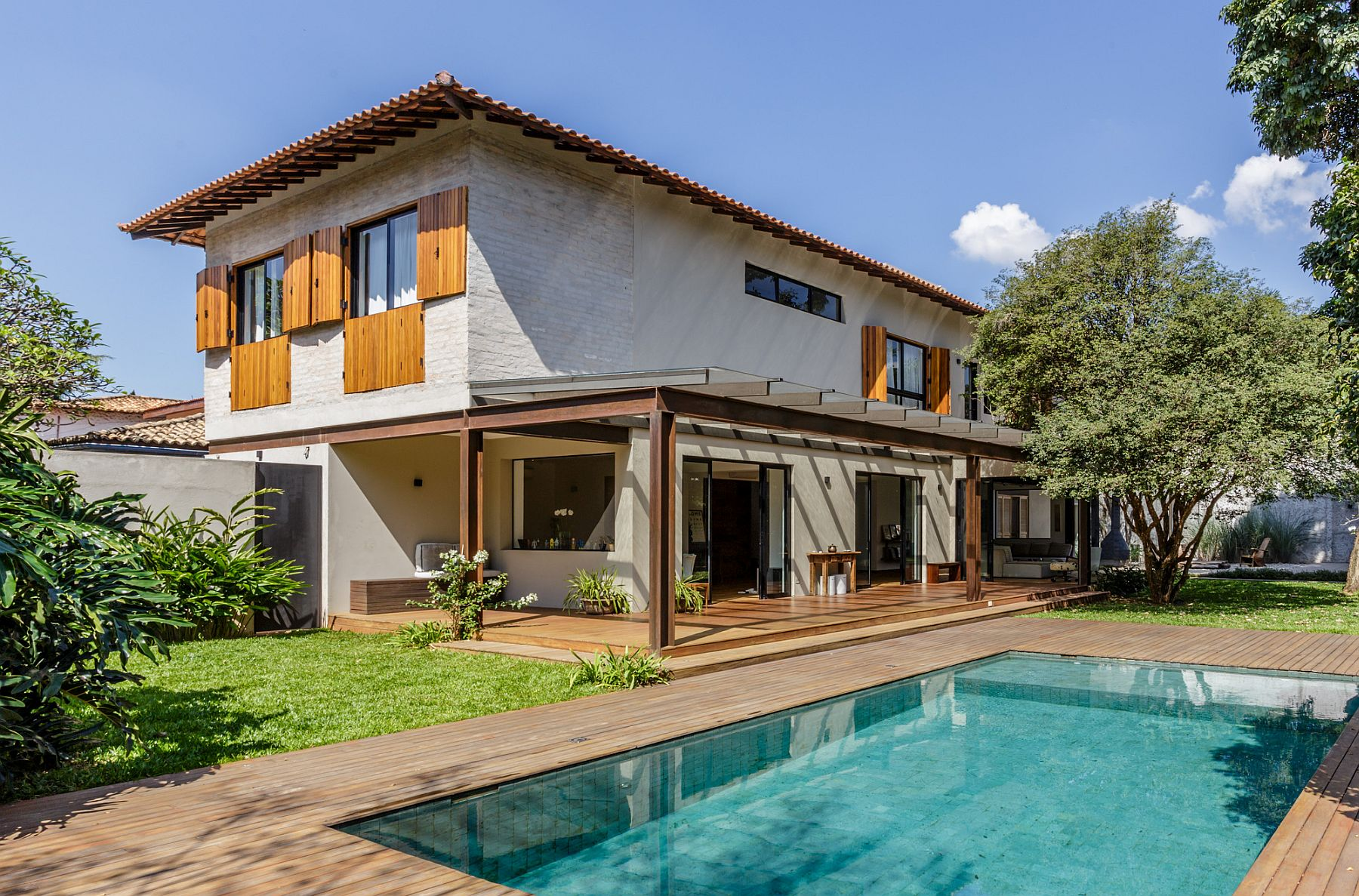 Revamped 50s home in Sao Paulo, Brazil with smart indoor-outdoor interplay