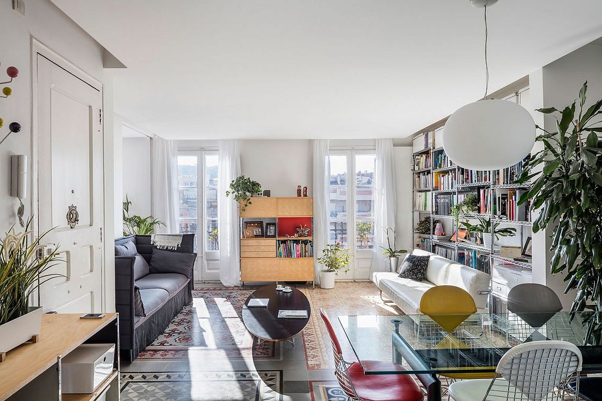 Revmaped living room of home in Eixample Distritc, Barcelona