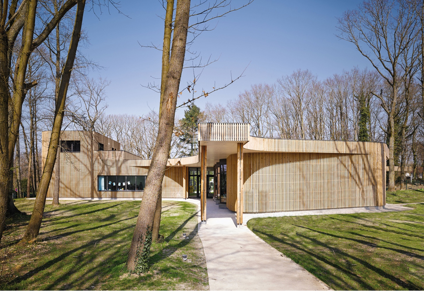 The school building in Briis-sous-Forges was designed by MU Architecture and Archicop.