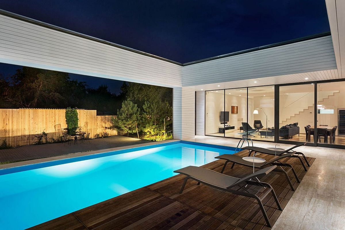 Sheltered pool and deck connected with the living area and the garden
