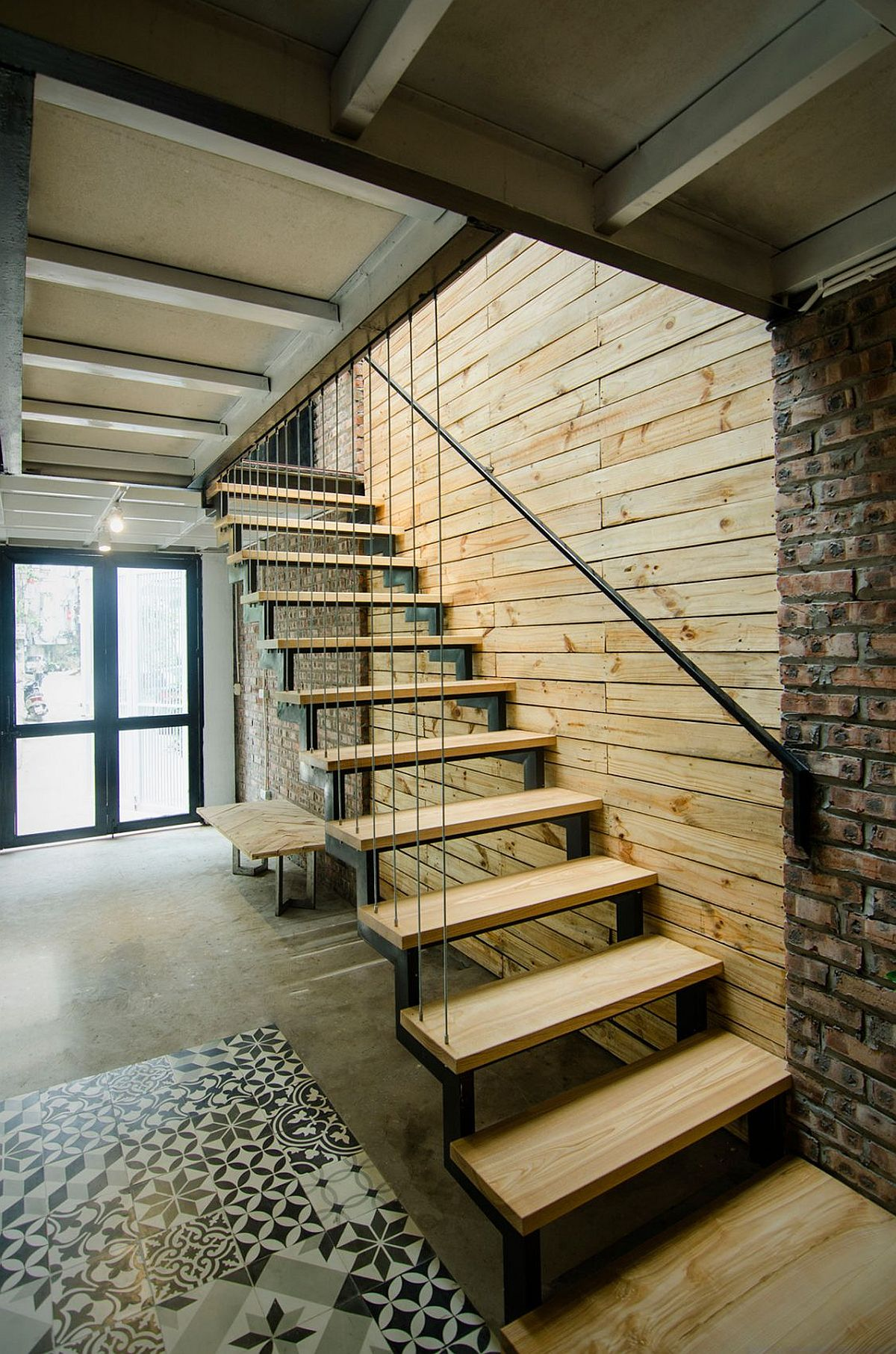 Simple design of the staircase and the house save time, space and resources