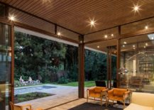 Sliding-glass-doors-connect-the-sitting-area-with-the-garden-217x155