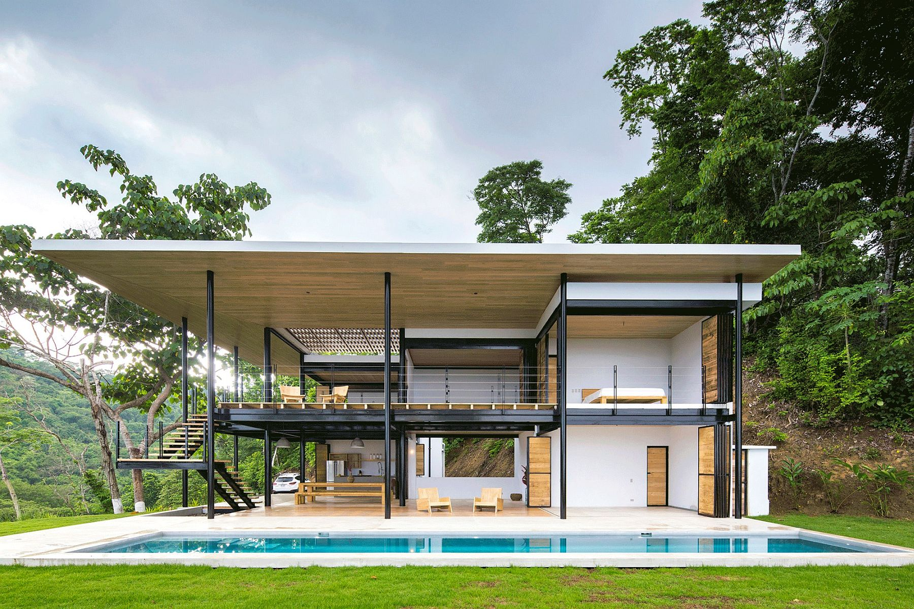 Steel and wood create a series of platforms and terraces that create a smart indoor-outdoor interplay
