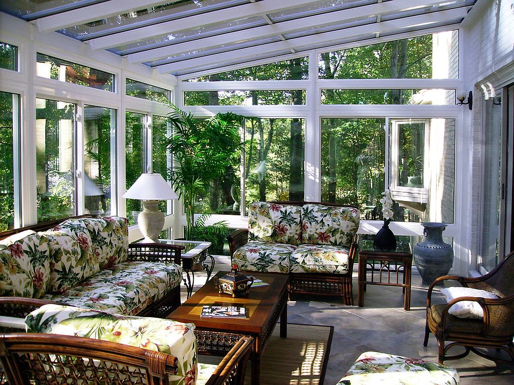Vibrant seat cushions usher in tropical vibe into this sunroom