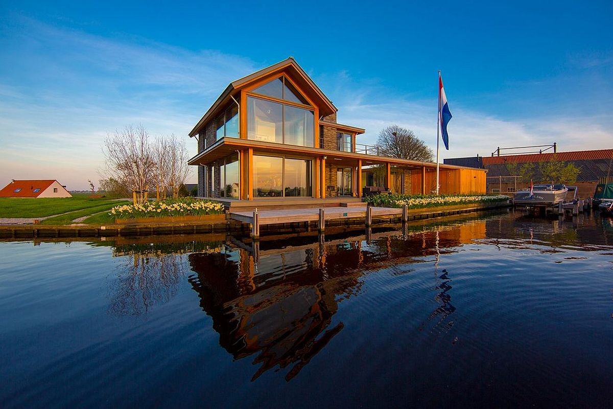 Villa Rijpwetering in Netherlands with panoramic water views Mesmerizing Contemporary Escape on Water's Edge: Villa Rijpwetering in Holland