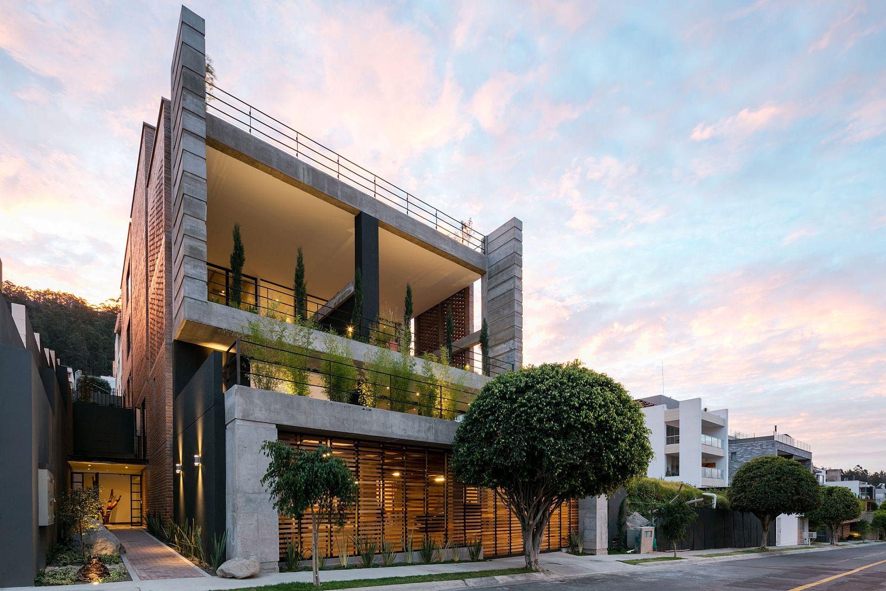 Apartment Building Zambeze by Juan Pablo Ribadeneira Mora