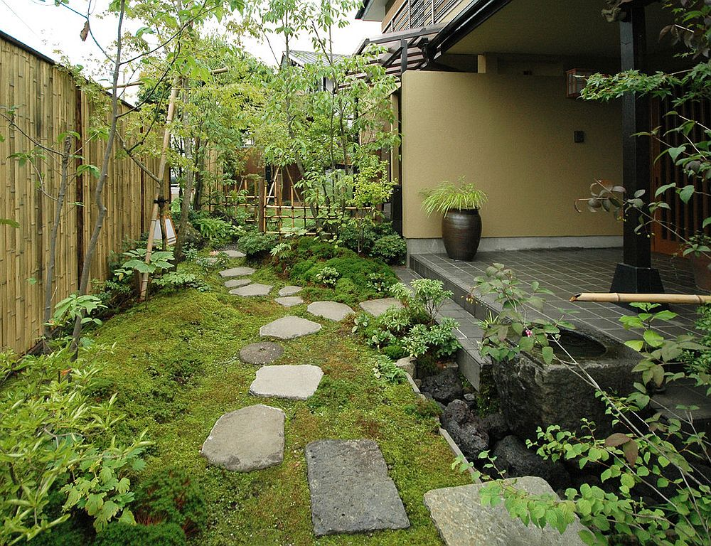 Bamboo is an essential part of the classic Asian garden [From: kyokukaen]
