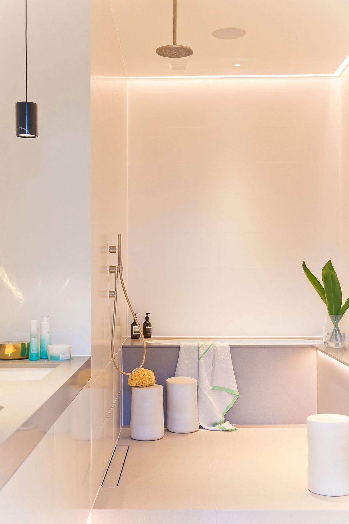 Bathtub in the corner is a smart space saver in the modern bathroom