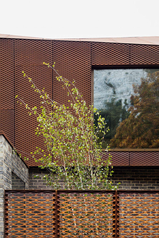 Brick, glass, steel and concrete shape a unique English home