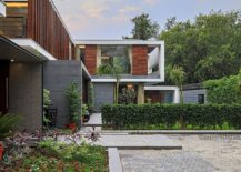 Clean-line-and-simple-design-give-the-expansive-home-a-modern-vibe-217x155