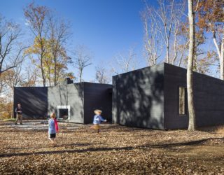 Design That Connects with Nature: Dark and Dashing James River House